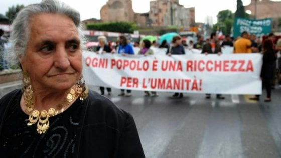 """Antropologi contro la schedatura dei rom:  """"Salvini discrimina, noi non possiamo tacere"""""""