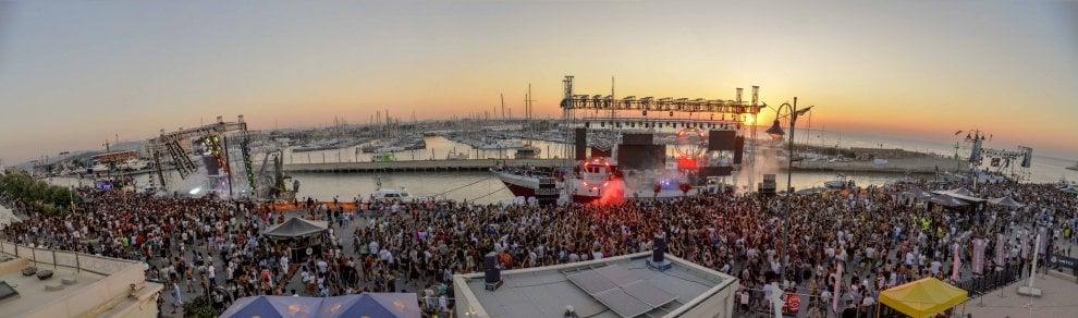 Fedez fa ballare duecentomila a Rimini