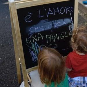 La Procura di Pesaro stoppa la trascrizione all'anagrafe dei figli di una coppia gay