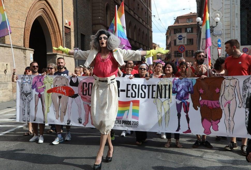 Il Bologna Pride è rosso: ecco cosa è successo