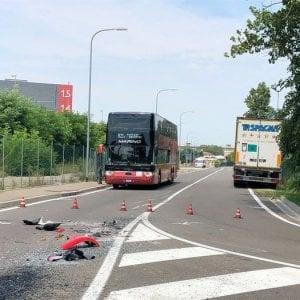 Bologna, incidente fra un tir e un pullman: 30 feriti lievi