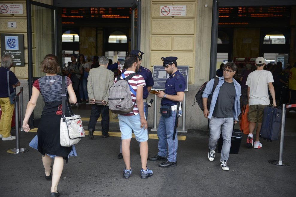 Antiterrorismo e flussi estivi, scattano maggiori controlli alla stazione centrale di Bologna