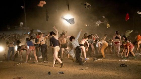 Arriva in Parlamento il caso dello spettacolo di Santarcangelo con attori nudi