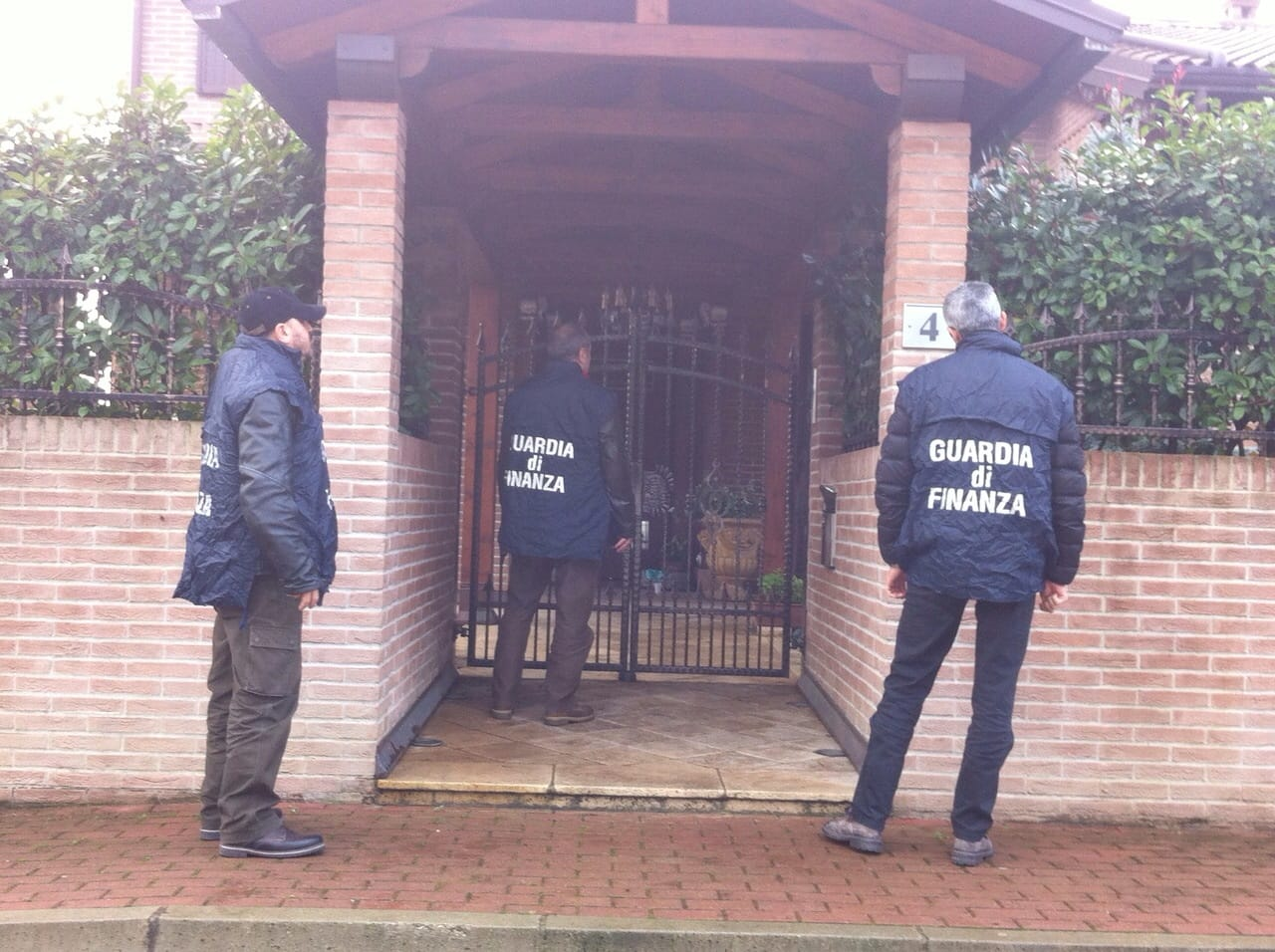 """Bologna,confiscate case e auto per 7 milioni di euro a imprenditore """"evasore seriale"""""""