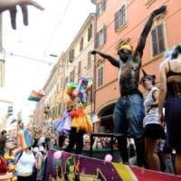 Bologna, la denuncia di una coppia:
