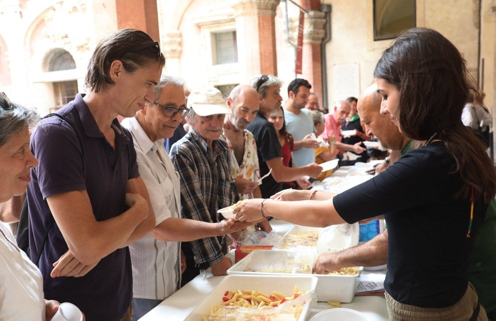 Bologna festeggia l'anniversario della caduta di Mussolini: 25 luglio fra cerimonie e pastasciutta antifascista