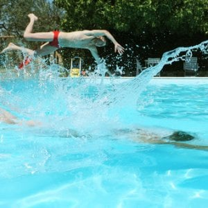 Bologna ragazzo rischia di annegare in piscina grave - San giovanni in persiceto piscina ...