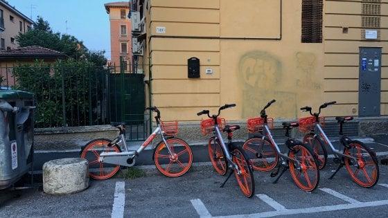 E' Mobike-mania a Bologna, in un mese 200mila noleggi per il bike sharing