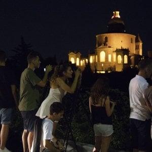 Bologna, i colli della città bloccati dalla febbre da luna rossa