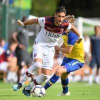 Ritiro in Austria, che fatica il Bologna. L'Huddersfield vince 2-1