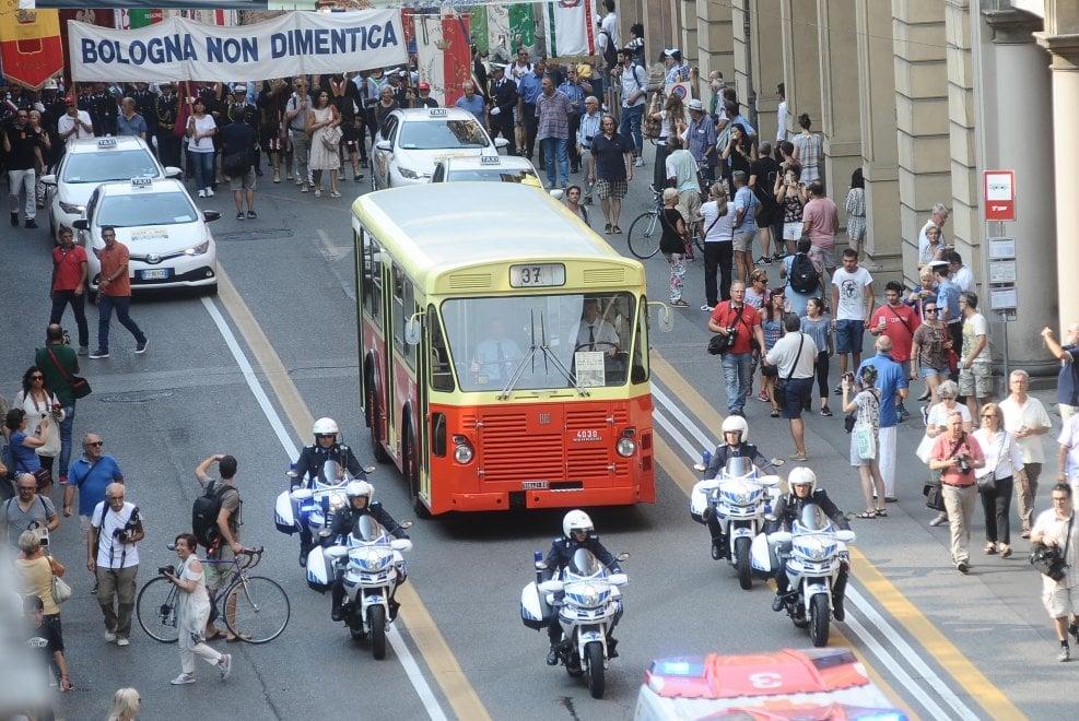 Due agosto, Bologna ricorda la strage, i morti, il dolore