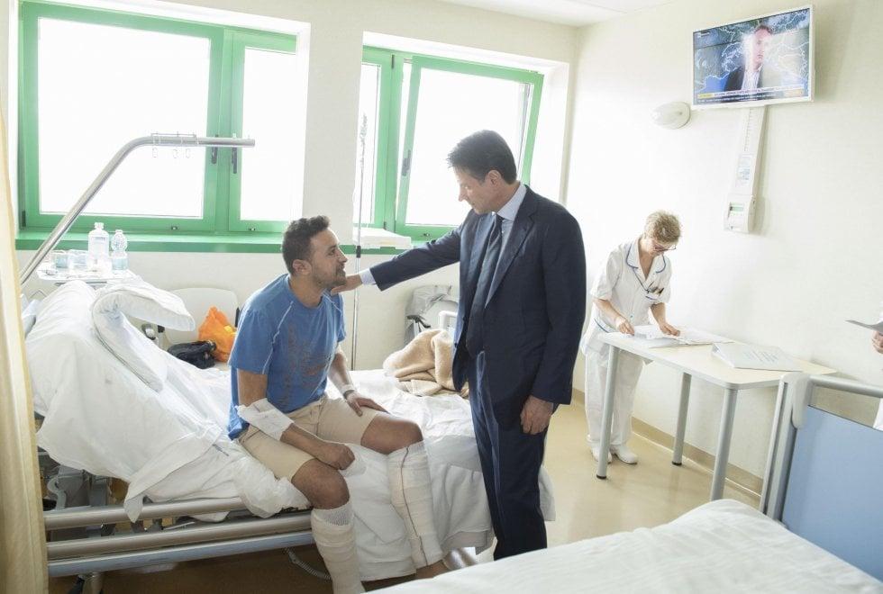 Il premier Conte visita i feriti negli ospedali di Bologna e Cesena