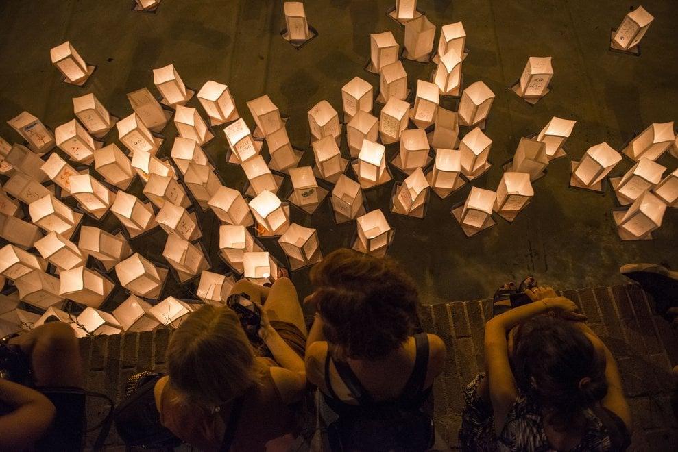 Lanterne galleggianti in memoria delle vittime di Hiroshima