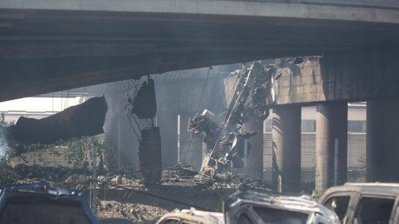 Dopo l'esplosione a Bologna si contano i danni: da tre a cinque mesi per ricostruire il ponte crollato