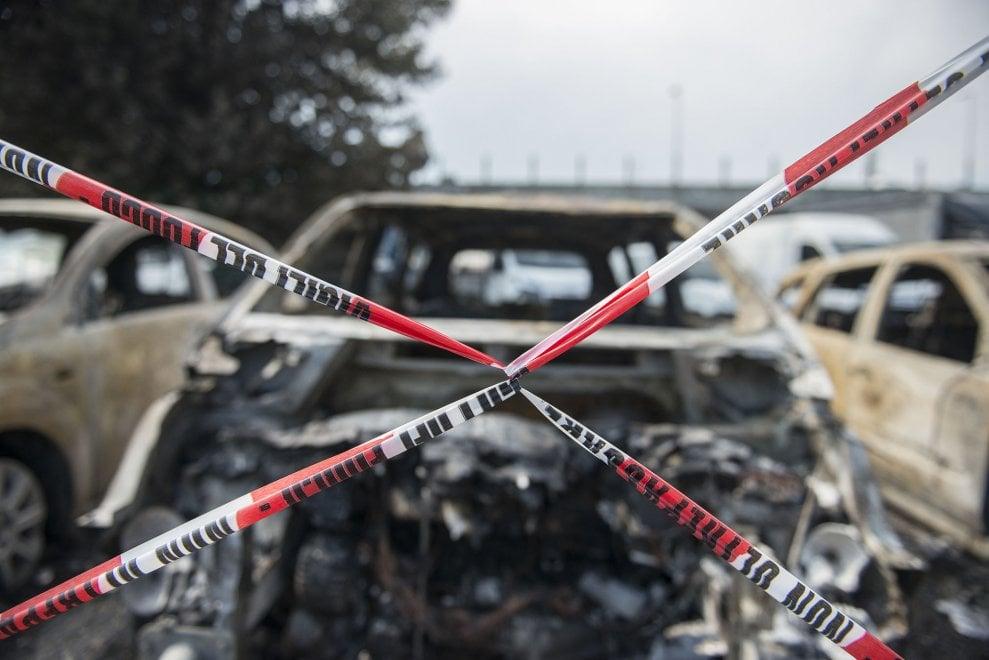 Il day after nel quartiere di Bologna devastato dall'esplosione