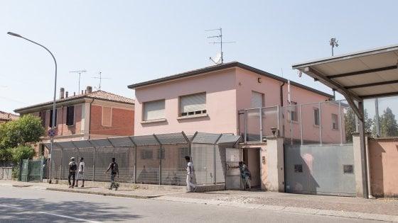 Migranti, crollano gli arrivi all'hub di via Mattei