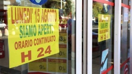 """Emilia, i sindacati: """"A Ferragosto centri commerciali chiusi"""""""