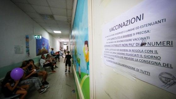 """Vaccini, Bonaccini: """"La ministra ascolti presidi e medici o sarà il caos"""""""