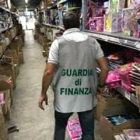 Bologna, la Finanza sequestra un milione di prodotti di un magazzino