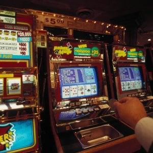 Bologna, 15mila euro di multe in un giorno per le slot machine attive fuori orario