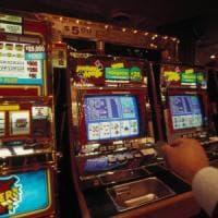 Bologna, 15mila euro di multe in un giorno per le slot machine attive fuori