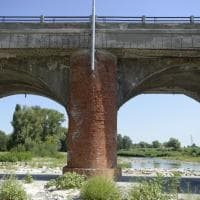 Bologna, sotto esame i piloni del Pontelungo: calcinacci e transenne