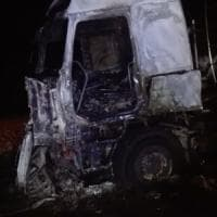 Bologna, camionista si addormenta con la sigaretta in mano: la cabina distrutta