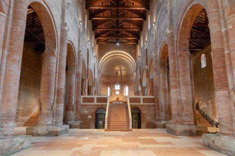 Modena, a sei anni dal sisma riapre l'abbazia di Nonantola