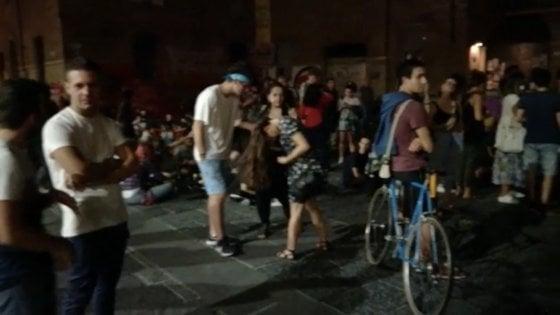 """Bologna, notte brava in piazza Verdi. I comitati: """"Decibel fuori controllo"""""""