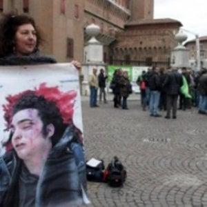 """Il questore: """"Col taser Aldrovandi sarebbe vivo"""". Il padre di Federico: """"Andava usato su chi lo stava uccidendo"""""""