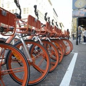 Bologna, appello del sindaco: non maltrattate le Mobike