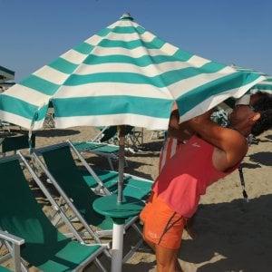 Rimini, turista morto in mare: polemica sui bagnini assenti