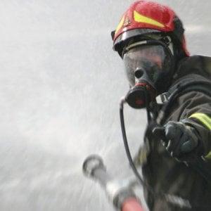 """Bologna, la protesta dei pompieri: """"Noi salviamo vite, non sfrattiamo anziane"""""""