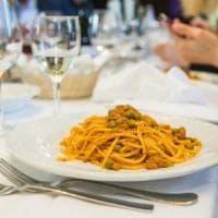 Bologna, alle Salsamentarie si dibatte di ragù e spaghetti bolognesi