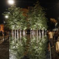 Meraviglia, piazza Santo Stefano sembra un lago: la magia degli specchi nel bosco