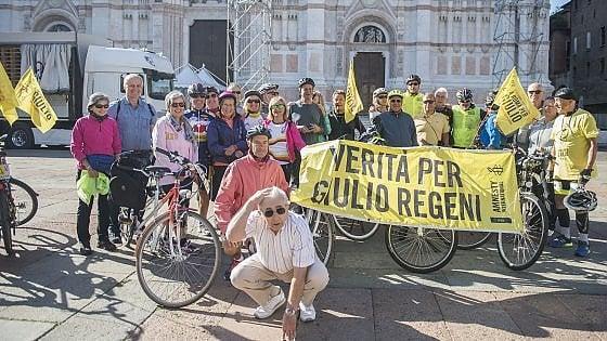 In bici per Giulio Regeni: la staffetta in piazza a Bologna