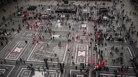 Bologna, diecimila piatti in piazza Maggiore contro la fame nel mondo