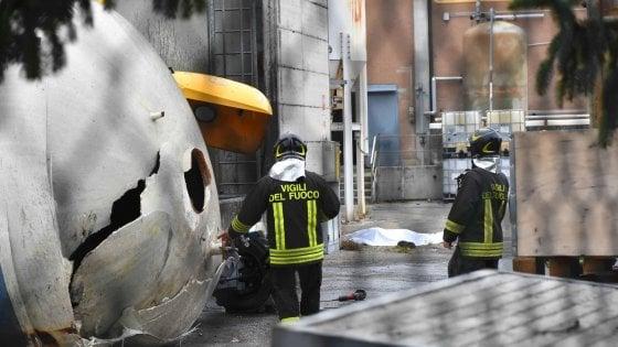 Esplode un silos a Reggio Emilia, muore un operaio. Forse una fuga di gas