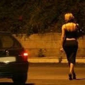 Bologna, il Comune studia misure contro la prostituzione: telecamere, divieti e ordinanze
