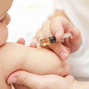Emilia-Romagna, bando sul vaccino al minor prezzo contestato da medici e pediatri