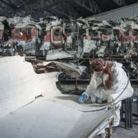 Bologna, gli studenti di Belle arti si prendono cura del relitto del Dc9 Itavia simbolo della strage di Ustica