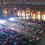 La magia di Piazza Maggiore in blu vista dal cielo  nella sera della pace  Video     di GIOVANNI VOLPE