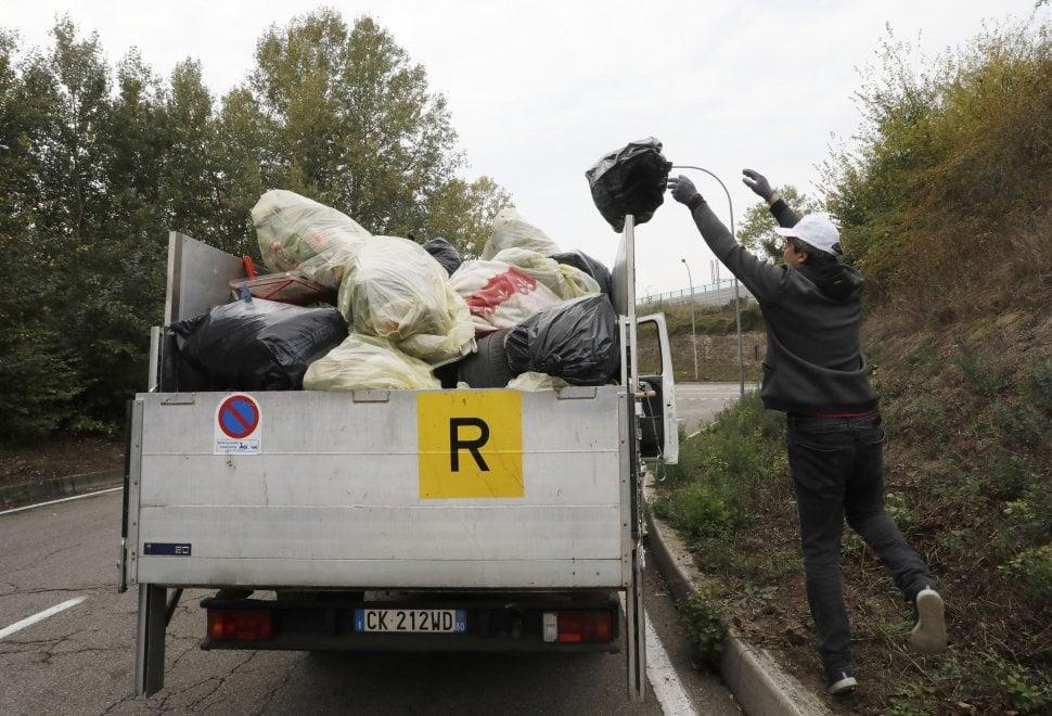Bologna, #oggiraccolgoio:  i volontari di Legambiente e Repubblica puliscono il Navile