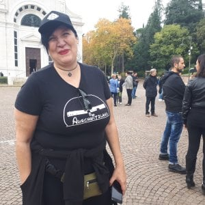 """""""Auschwitzland"""" sulla tomba di Mussolini a Predappio"""
