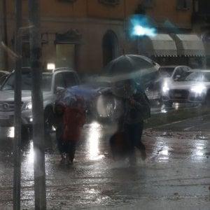Maltempo, in Emilia-Romagna 3mila case senza luce. Treno arrivato a Bologna con 661 minuti di ritardo
