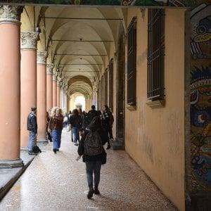 Bologna, studentessa aggredita da 4 rapinatori