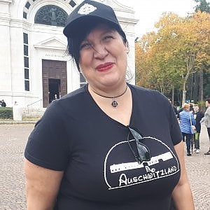 """Maglietta Auschwitzland: """"Ho sbagliato, ora minacciano me e la mia famiglia"""""""