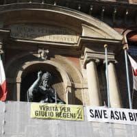"""""""Salvate Asia Bibi"""", lo striscione sul palazzo comunale di Bologna"""