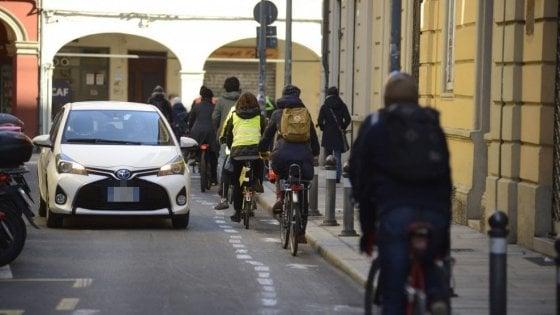 Bologna, vittoria dei ciclisti: via Frassinago avrà la ciclabile