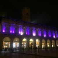 Bologna, palazzo Podestà si tinge di viola per lottare contro il tumore al pancreas